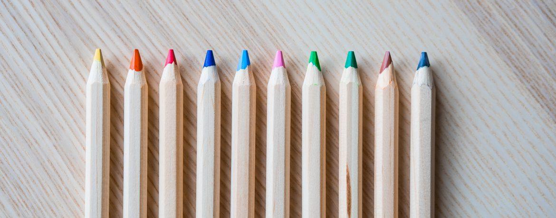 Buntstifte in einer Reihe Tolltipps der Virtuelle Assistentin